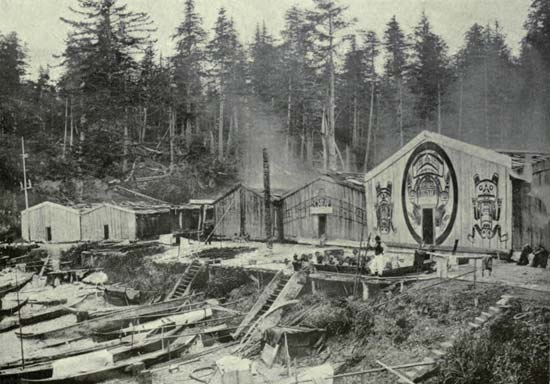 A photo from about 1900 shows a Kwakiutl village at Newettee on Vancouver Island, British Columbia, Canada.