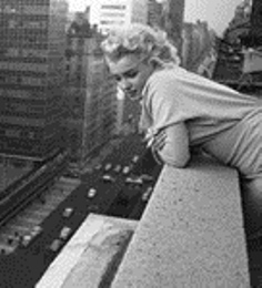 Marilyn Monroe on a balcony