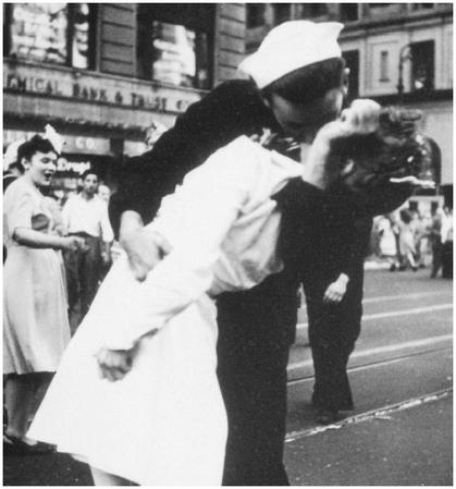 Photo taken by Life magazine photographer Alfred Eisenstaedt in New York City, as the inhabitants celebrated the surrender of Japan during World War II. ALFRED EISENSTAEDT/LIFE (MAGAZINE).