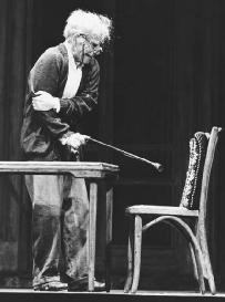 Hume Cronyn in a 1979 production of The Gin Game
