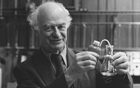 Linus Carl Pauling. OMIKRONPHOTO RESEARCHERS, INC