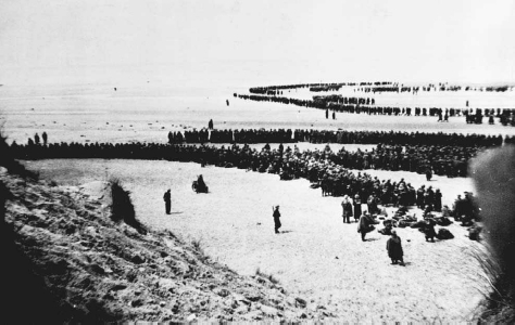 British and French troops await evacuation on the beaches at Dunkirk, May 1940. © CORBIS
