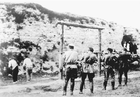 White Russian soldiers execute Bolshevik captives, January 1920. © BETTMANN/CORBIS