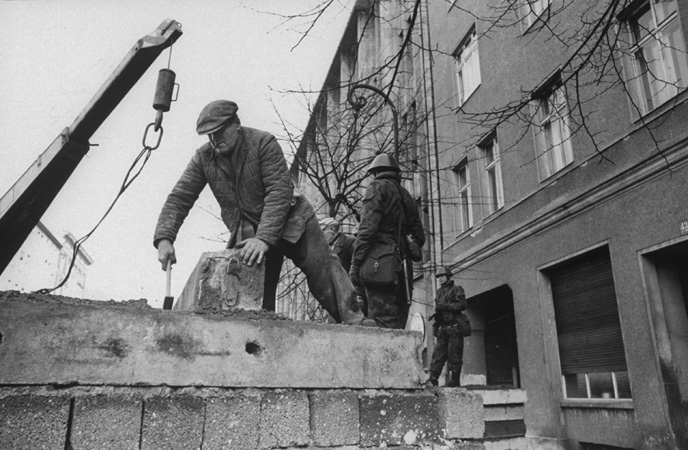 Why Was The Berlin Wall Built In 1961 Essay – 899939
