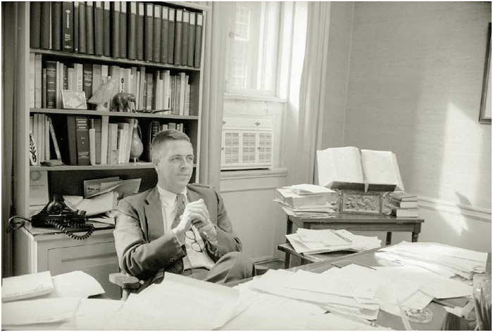 James L. Buckley, then a New York senator, challenged the constitutionality of congressional campaign spending limits inBuckley v. Valeo (1976).