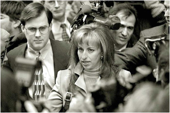 Paula Jones, a former Arkansas state employee who sued President Bill Clinton for sexual harassment, arrives at the law offices of Robert S. Bennett to hear Clinton's deposition, 1998.