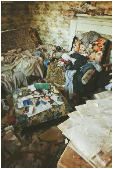 People with compulsive hoarding disorder have difficulty throwing things out so they accumulate, or hoard unneeded items.