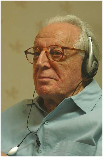 Psychotherapist Albert Ellis delivering a lecture at 91 in 2006.