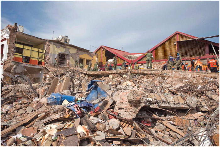 Civil defense workers clear debris from a school destroyed by an earthquake September 9, 2017, in Juchitύn, Oaxaca, Mexico.