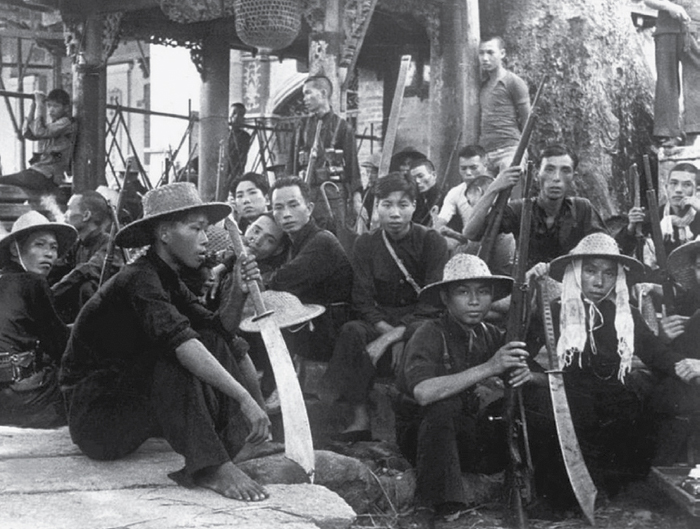 Chinese guerrilla fighters equipped with dadao swords gather during the Second Sino-Japanese War.