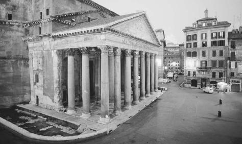The Pantheon in Rome, dating to the reign of the emperor Hadrian, showing the portico in front. © VINCE STREANO/CORBIS.