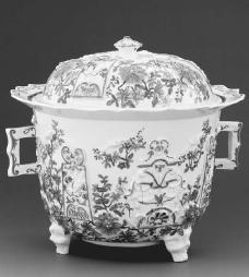 Meissen Ware soup tureen, footed with squared handles, eighteenth century. © ARTE & IMMAGINI SRL/CORBIS.