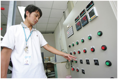 An engineer at the Industrial Technology Research Institute (ITRI) checks an ocean thermal energy conversion system.