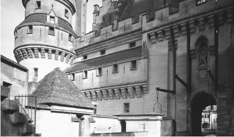 Architectural view of Pierrefont Castle, a reminder of the wars that have punctuated French history.