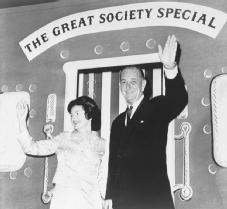 """Architect of the Great Society. President Lyndon Johnson and the first lady, Lady Bird Johnson, take part in a State Department """"Salute to Congress,"""" 7 October 1965. LIBRARY OF CONGRESS"""