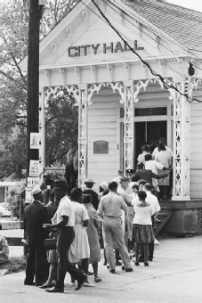 Voting in Alabama, 1966. The Voting Rights Act of 1965 outlawed the tactics that had disenfranchised most African Americans in the South for decades. After its enactment, voter registration increased dramatically among African Americans in the region. © FLIP SCHULKE/CORBIS