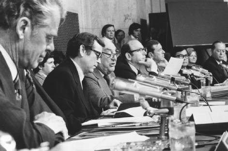 Watergate Committee. Chief counsel Samuel Dash (second from right) sits with (left to right) Senators Edward Gurney, Howard Baker, Sam Ervin, and Herman Talmadge. © CORBIS