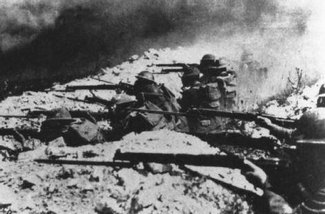 Trench Warfare. U.S. Marines fire from their trenches during the Meuse-Argonne offensive in the fall of 1918, which resulted in the signing of the armistice on 11 November.