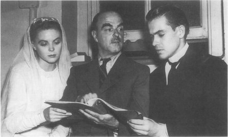 Thornton Wilder (center) during rehearsals for a run of 1938 performances in which he played the role of Stage Manager