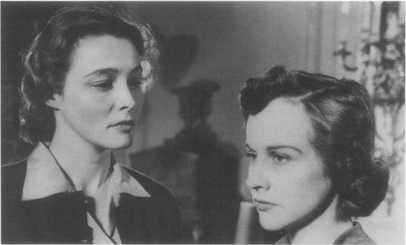 Karen (Patricia Neal) and Martha (Kim Hunter), the targets of Marys scheme
