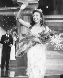 Erika Harold crowned as Miss America 2003