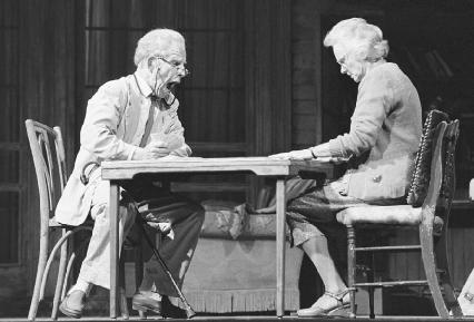 Hume Cronyn and Jessica Tandy in a 1979 production of The Gin Game