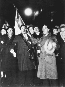 Demonstration at the Place de Concorde, Paris, 6 February 1934. The economic crises of the early 1930s cul minated in protests by right-wing groups in Paris, which quickly became violent. © BETTMANN/CORBIS
