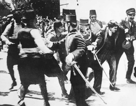 Soldiers capture Gavrilo Princip moments after he has assassinated Archduke Francis Ferdinand in Sarajevo, 28 June 1914. © CORBIS