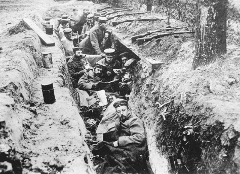 German soldiers rest in a trench during a lull in the fighting. © BETTMANN/CORBIS