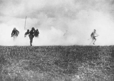 German soldiers emerge from a cloud of phosgene gas released by German forces to disable British defenses. © HULTON-DEUTSCH COLLECTION/CORBIS
