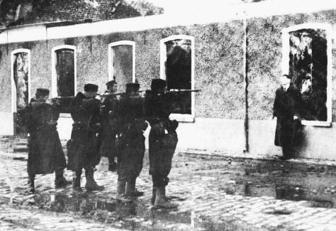 A man suspected of being a German spy is executed by a firing squad, Belgium, 1914. © UNDERWOOD &UNDERWOOD/CORBIS