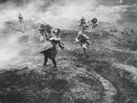 A French soldier is shot crossing no-man's-land near Verdun, France, 1916. The battle of Verdun lasted ten months and claimed over 700,000 lives. © HULTON-DEUTSCH COLLECTION/CORBIS