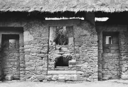 An Inca house with a thatched roof near Cuzco, Peru.  Jeremy Horner/Corbis.