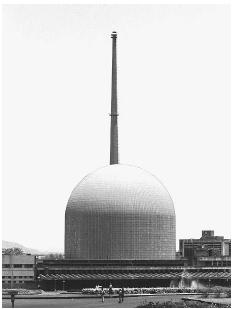 Nuclear reactor at the Bhabha Atomic Research Center in Bombay, photographed in 1997, near the site of a unit that extracted plutonuim for use in India's 1974 nuclear tests. AP/WIDE WORLD PHOTOS.
