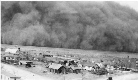 This massive cloud of dust hit Rolla, Kansas, in April 1935. FRANKLIN DELANO ROOSEVELT LIBRARY
