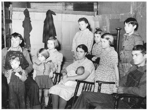 Like many families during the Depression, this unemployed miner from Zeigler, Illinois, depended on government relief to support his wife and nine children in 1939. LIBRARY OF CONGRESS, PRINTS & PHOTOGRAPHS DIVISION, FSA/OWI COLLECTION