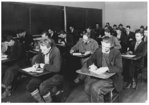 Unemployed laborers hoping to become TVA employees take the TVA examination at a high school in Clinton, Tennessee, in 1933. NATIONAL ARCHIVES AND RECORDS ADMINISTRATION