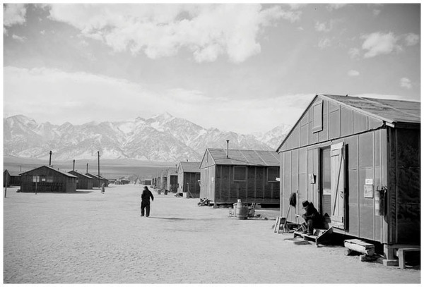 The beauty of the mountains contrasts with the bleak barracks at Manzanar concentration camp. (Library of Congress)