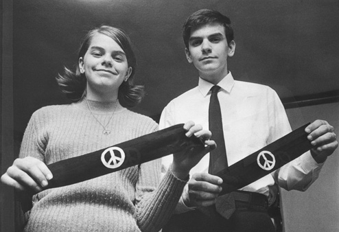 Mary Beth and John Tinker, holding black armbands, March 4, 1968.