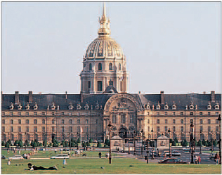 Faade of the Htel des Invalides, showing the splendid gilded dome