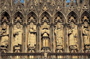Statuary on the west faade of Reims Cathdrale Notre-Dame