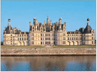 The Chteau de Chambord on the banks of the Closson