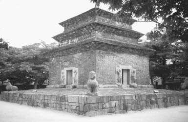 The stone pagoda of the Punhwang Temple was built during the reign of Queen Sondak (r. 632647) and is the only one surviving from the preunified Silla period. Originally the pagoda had nine stories, but only three remain.