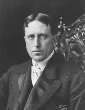 As head of a vast newspaper empire in the United States, William Randolph Hearst was noted for the sensational stories of yellow journalism and for his flamboyant private life.
