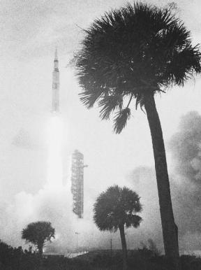 Apollo missions Saturn 5 rocket lifts off at Cape Kennedy, Florida. ( Bettmann/Corbis)