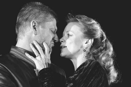 Sean Bean as Macbeth and Samantha Bond as Lady Macbeth in Act I, scene vii, at the Albery Theatre, London, 2002