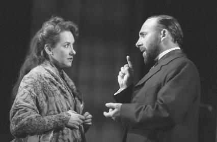 Alexandra Gilbreath as Hermione and Antony Sher as Leontes in Act II, scene i at the Royal Shakespeare Theatre, 1999