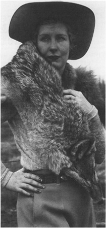 Woman wearing fur stole similar to Miss Brills fur necklet.