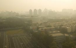 Dense Haze Hangs Over Beijing
