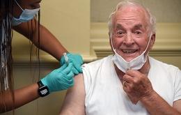 Coronavirus - Korean War vet gets the jab